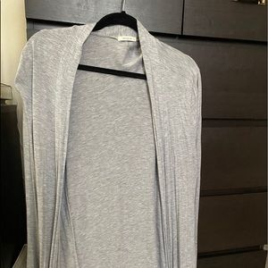 Grey long sleeve lightweight duster